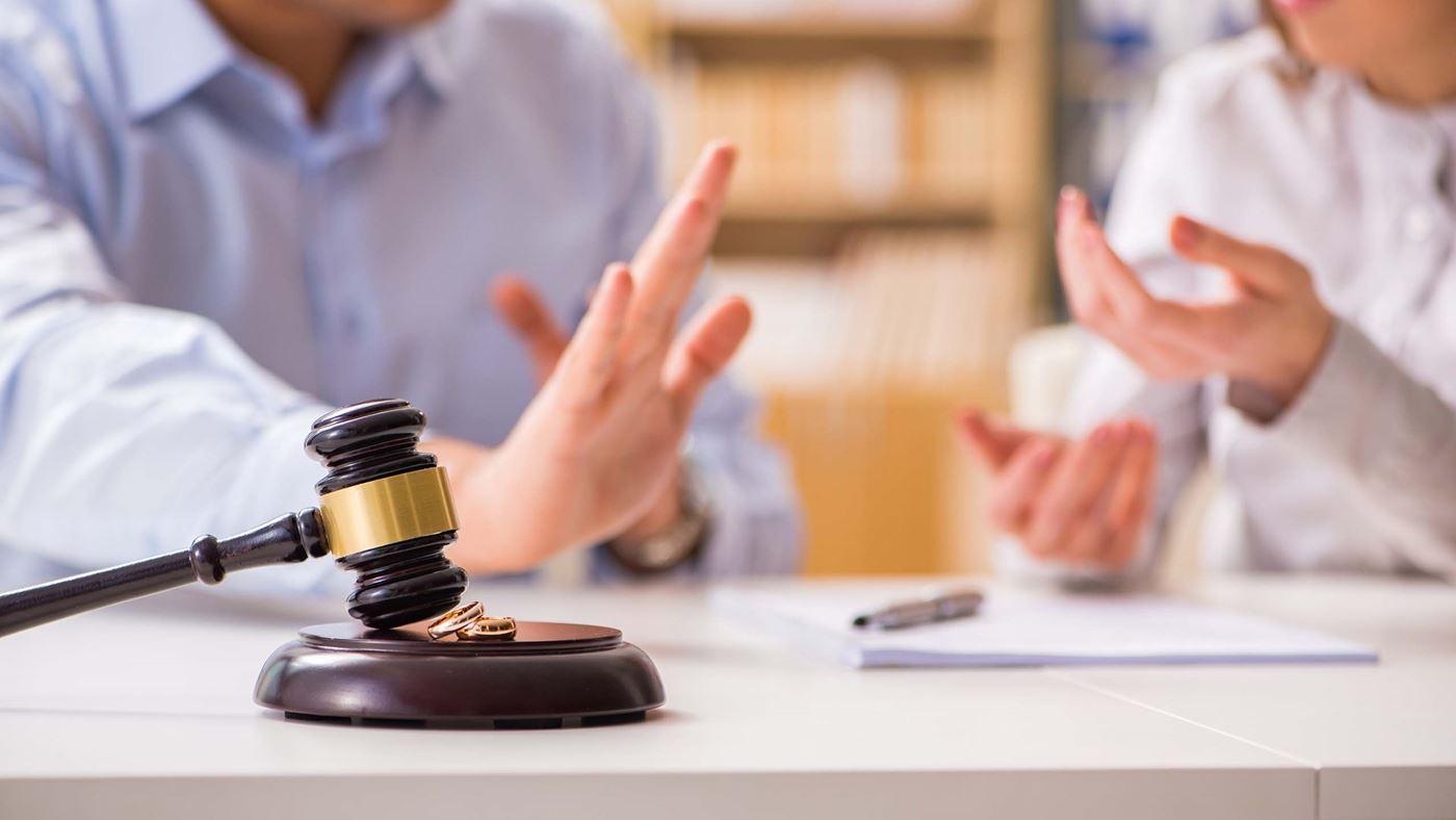 0cb4d72ccf9e87 U heeft besloten dat u wil scheiden. Nadat u uw partner heeft ingelicht,  moet professionele hulp worden ingeschakeld. U kunt uw echtscheiding  namelijk niet ...