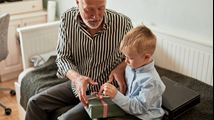 Zowel mijn man als ik willen Sinterklaas vieren met de kleinkinderen. Tips?